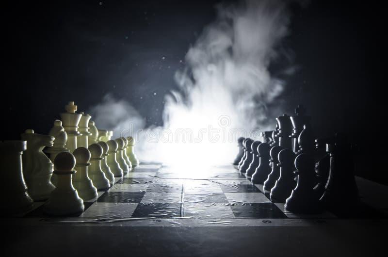 Download Concepto Del Juego De Mesa Del Ajedrez De Concep De Las Ideas Del Negocio Y De Las Ideas De La Competencia Y De La Estrategia El Foto de archivo - Imagen de ocio, decisión: 100535836