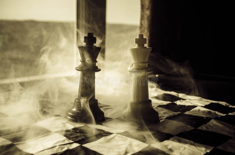 concepto del juego de mesa del ajedrez de concep de las ideas del negocio y de las ideas de la competencia y de la estrategia El  fotografía de archivo