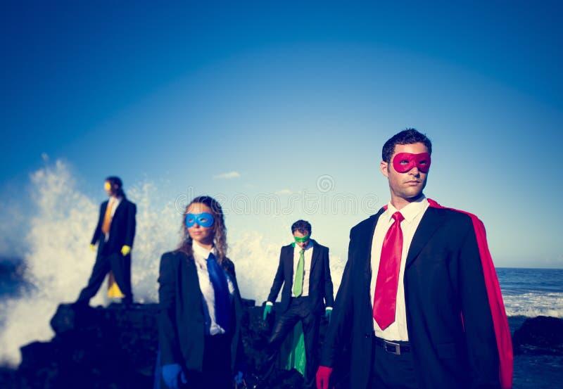 Concepto del logro de la playa de los super héroes del negocio imagenes de archivo