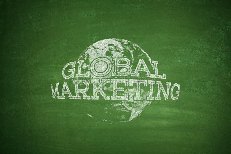 Concepto del márketing global en la pizarra foto de archivo libre de regalías