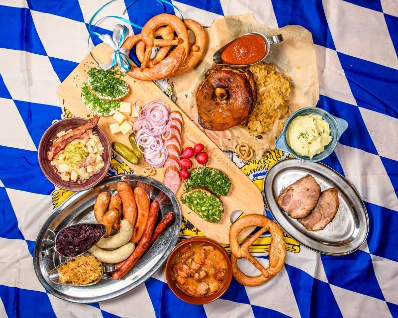 Concepto Del Marco De La Comida De Oktoberfest Un Sistema De Los ...