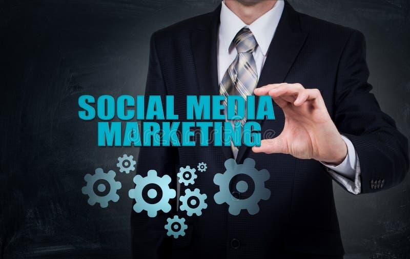 Concepto del negocio, de la tecnología, de Internet y del establecimiento de una red SMM - Medios márketing social en la exhibici imagen de archivo libre de regalías