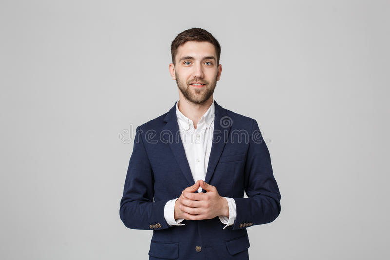Concepto del negocio - hombre de negocios hermoso del retrato que lleva a cabo las manos con la cara confiada Fondo blanco fotos de archivo libres de regalías