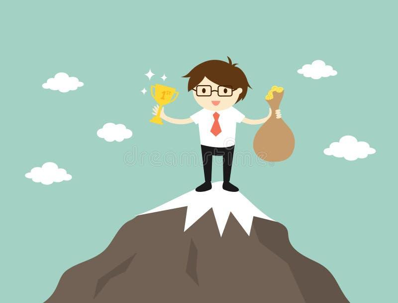 Concepto del negocio, hombre de negocios que se coloca en el top de la montaña, él que sostiene el trofeo y un bolso del dinero stock de ilustración