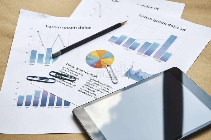 Concepto del negocio, informe simulado de comercialización de las estadísticas Sala de reunión fotografía de archivo libre de regalías