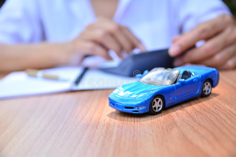 Concepto del negocio, seguro de coche, venta o coche de la compra, financiamiento del coche, imágenes de archivo libres de regalías