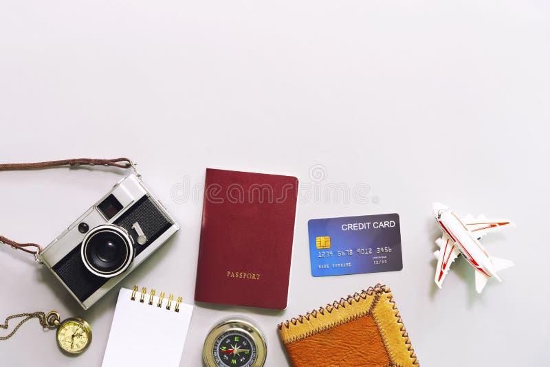 Concepto del negocio y del viaje Endecha plana de accesorios, cámara, wa imagen de archivo