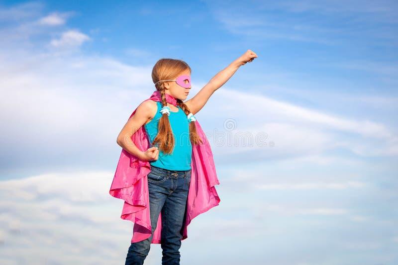 Concepto del poder de la muchacha del superhéroe fotografía de archivo libre de regalías
