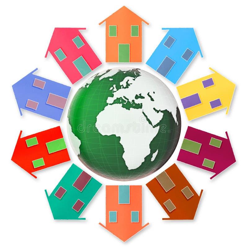 Concepto del pueblo global - diez pequeñas casas alrededor de la tierra fotos de archivo