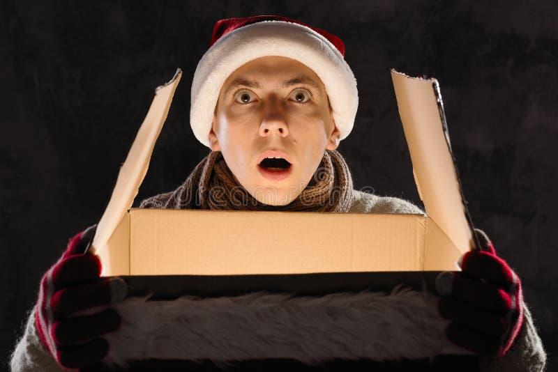 Concepto del regalo de la Navidad   Celebración del día de fiesta de la Navidad y del Año Nuevo foto de archivo libre de regalías