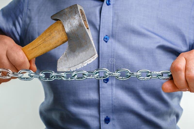 Concepto del sabotaje del negocio Tajadas del hombre de negocios abajo del problema, foto de archivo