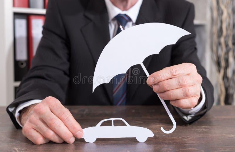Concepto del seguro de coche imagenes de archivo