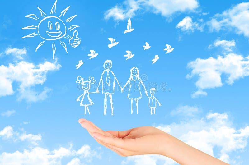 Concepto del seguro de propiedad y de la seguridad, seguro de la vida familiar, protegiendo fotos de archivo libres de regalías