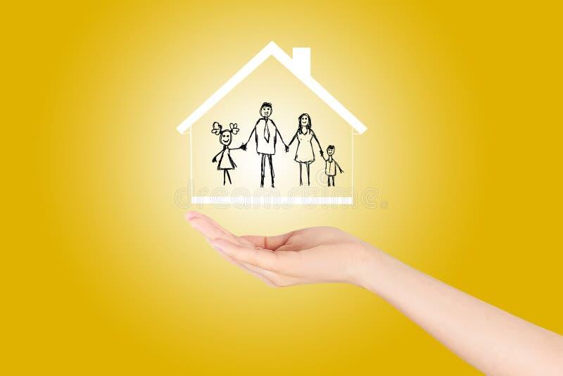 Concepto del seguro de propiedad y de la seguridad, seguro de la vida familiar, protegiendo libre illustration