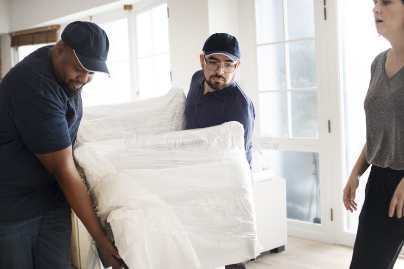 Concepto del servicio de atención al cliente de la entrega de los muebles foto de archivo libre de regalías