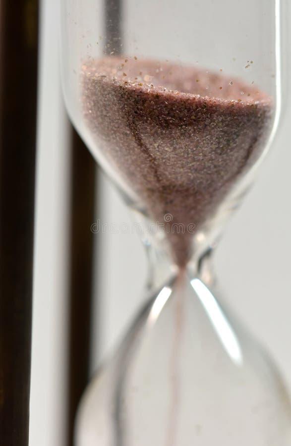 Concepto del tiempo con reloj de arena foto de archivo