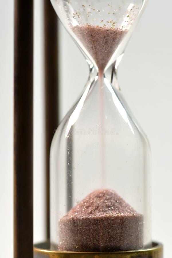 Concepto del tiempo con reloj de arena imagenes de archivo