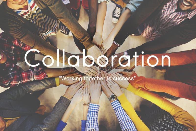 Concepto del trabajo en equipo de la cooperación de los colegas de la colaboración foto de archivo