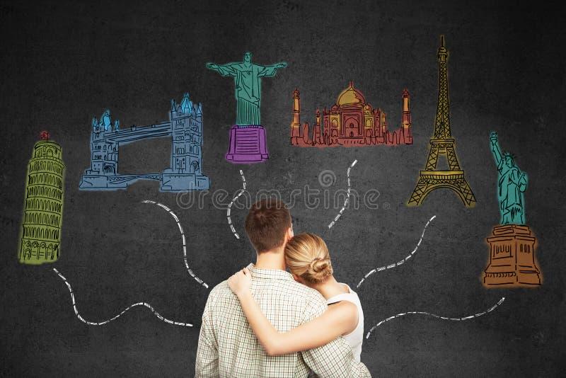 Concepto del viaje con los pares jovenes imágenes de archivo libres de regalías