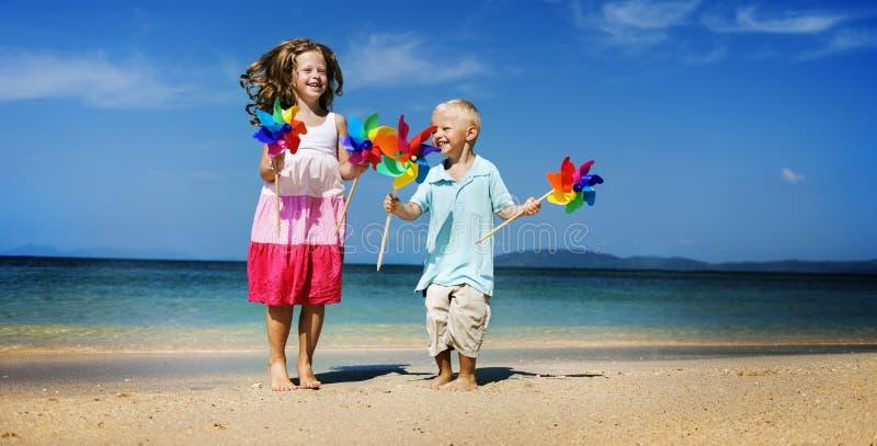 Concepto del viaje de Beach Bonding Holiday de la hermana de Brother imagen de archivo