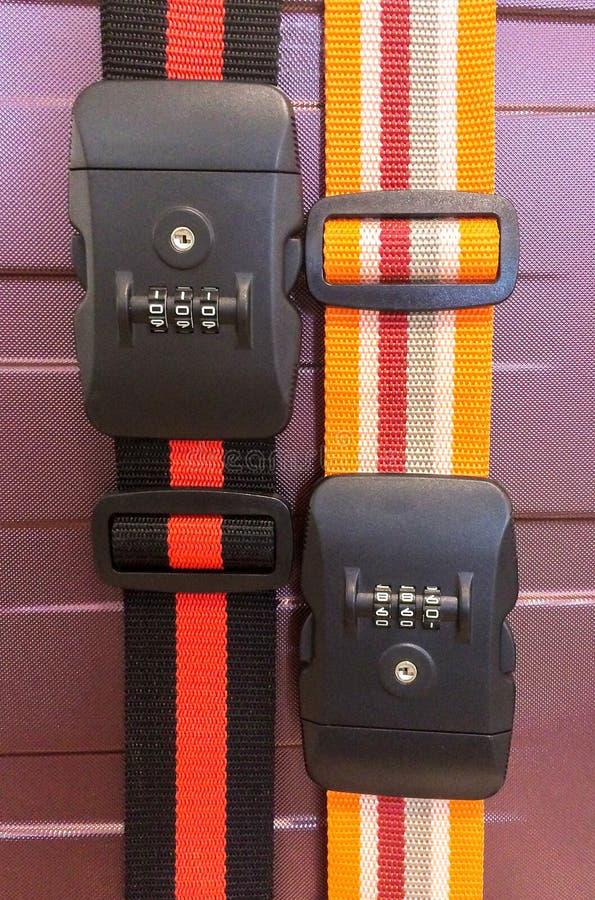Concepto del viaje de la seguridad, cuerda colorida Lanyard Locking Travel Bag plástico de la correa con número de código de la c fotografía de archivo libre de regalías