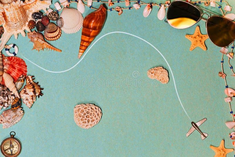 Concepto del viaje de las vacaciones con la ruta de los aviones imagen de archivo