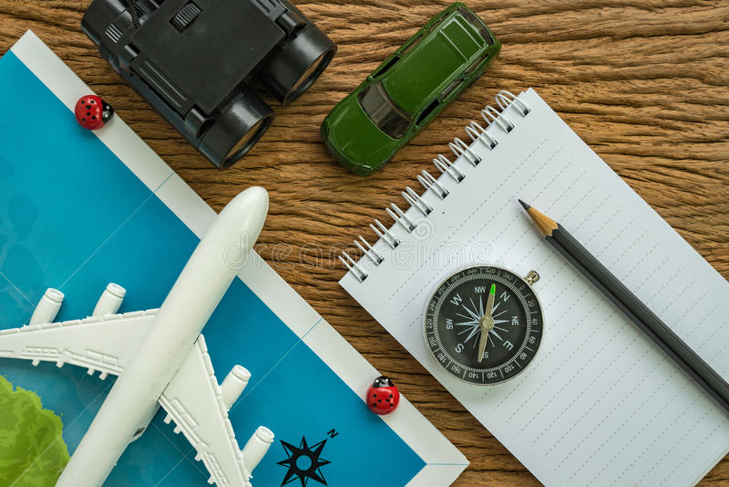 concepto del viaje por carretera del planeamiento del viaje con el aeroplano, pasaporte, compa imagen de archivo libre de regalías