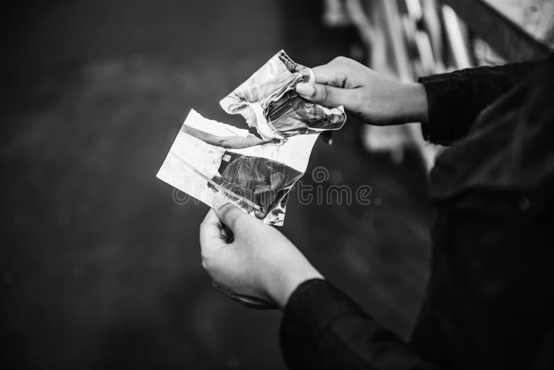 Concepto destrozado foto de rasgado de la tristeza de la desintegración fotografía de archivo libre de regalías