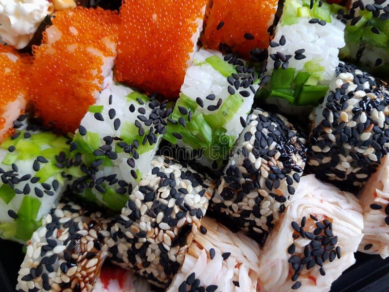 Concepto determinado fresco de la comida de los rollos de sushi foto de archivo