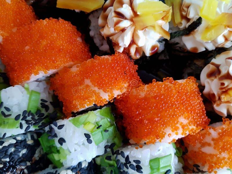 Concepto determinado fresco de la comida de los rollos de sushi fotografía de archivo