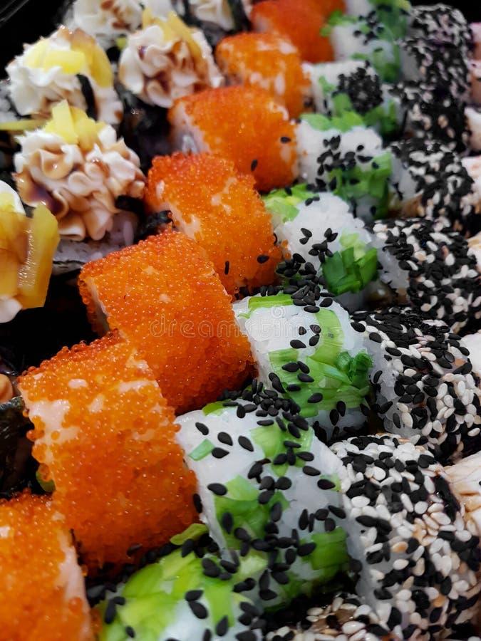Concepto determinado fresco de la comida de los rollos de sushi imagen de archivo libre de regalías