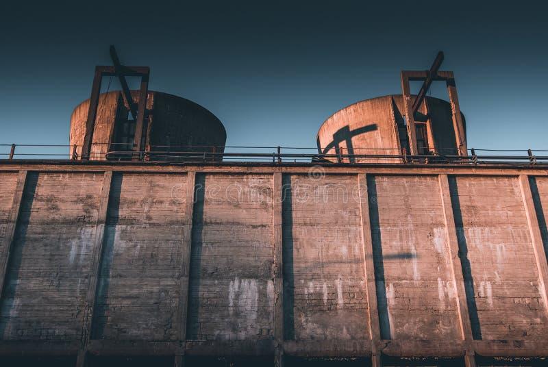 Concepto económico del decaimiento del decaimiento industrial imagenes de archivo