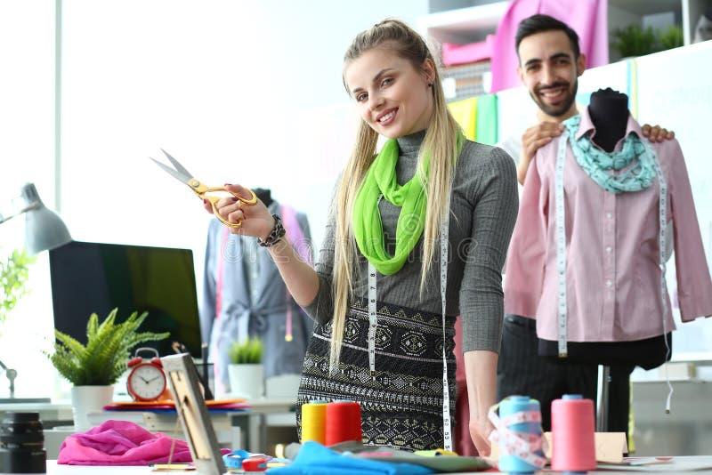 Concepto elegante de la costura del proceso de dise?o de la ropa fotografía de archivo libre de regalías