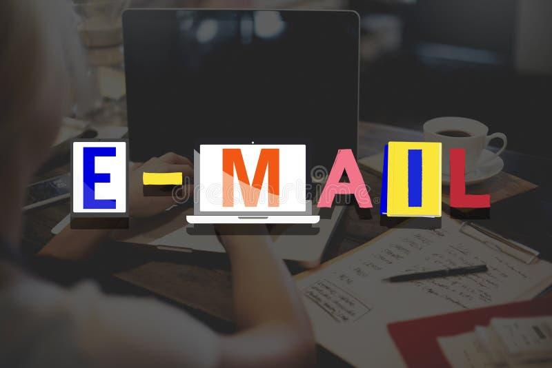 Concepto en línea de la comunicación de la correspondencia del correo electrónico imagen de archivo libre de regalías