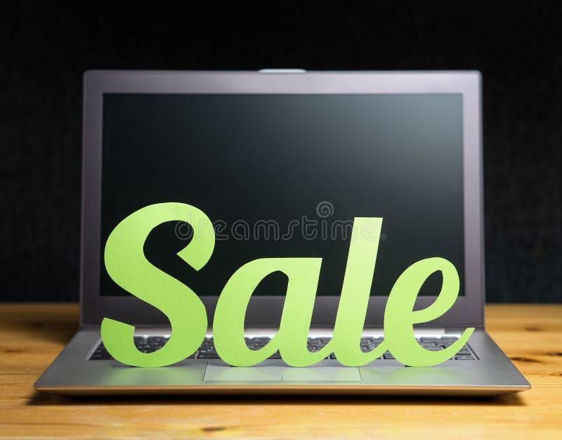 concepto en línea de las compras y del comercio electrónico fotos de archivo libres de regalías