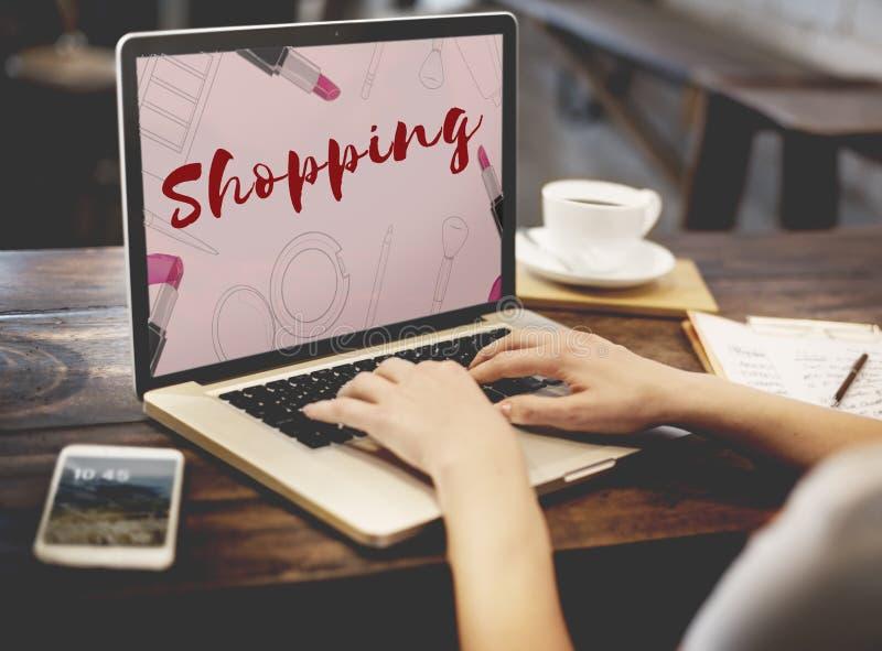 Concepto en línea de las E-compras del comercio electrónico de Shopaholics que hace compras fotografía de archivo libre de regalías