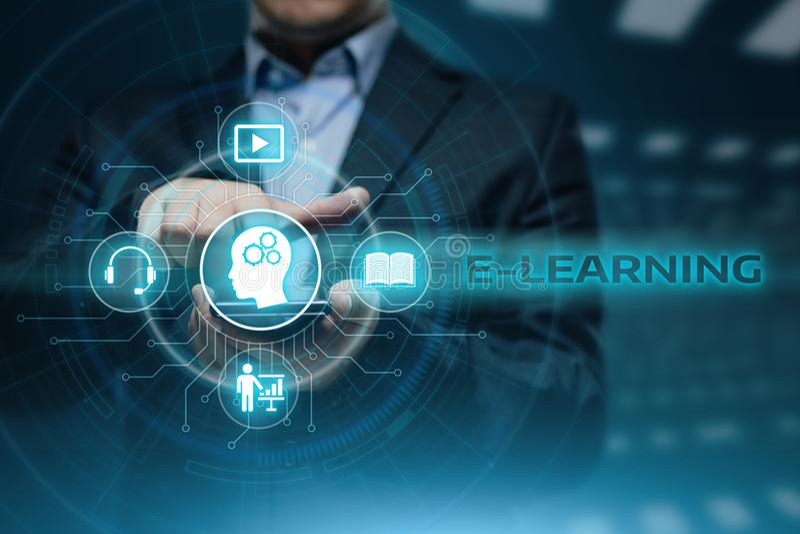 Concepto en línea de los cursos de Webinar de la tecnología de Internet de la educación del aprendizaje electrónico fotografía de archivo libre de regalías