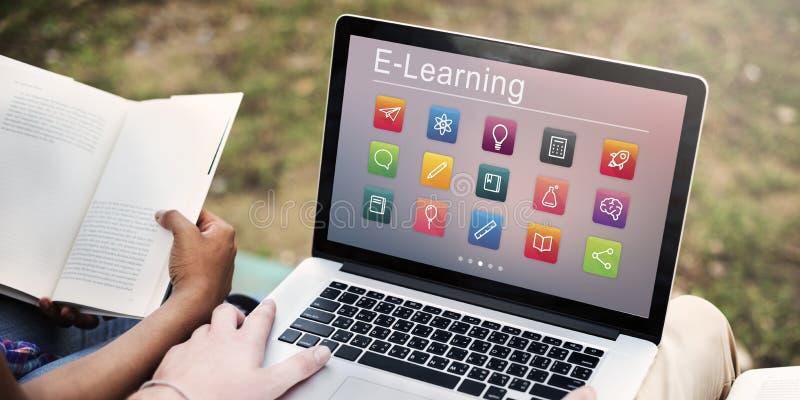Concepto en línea del uso de la educación del aprendizaje electrónico fotografía de archivo