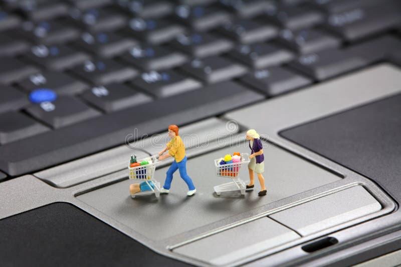 Concepto en línea que hace compras foto de archivo