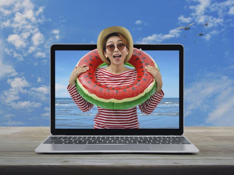 Concepto en l?nea de las vacaciones de verano del negocio imágenes de archivo libres de regalías