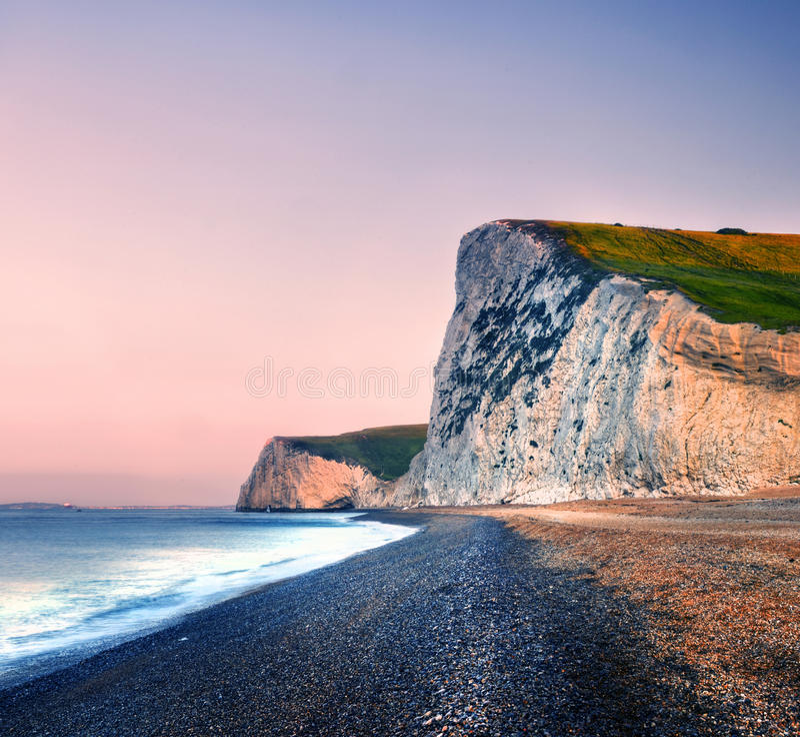 Concepto escénico de la naturaleza del mar de la puesta del sol de la costa costa de la puerta de Durdle foto de archivo libre de regalías