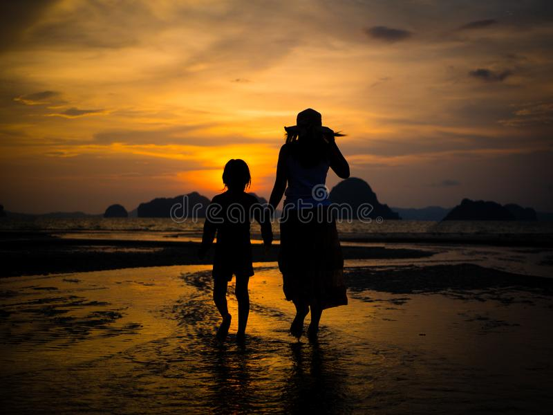 Concepto feliz del día del ` s de la madre y de la actividad de la familia foto de archivo libre de regalías