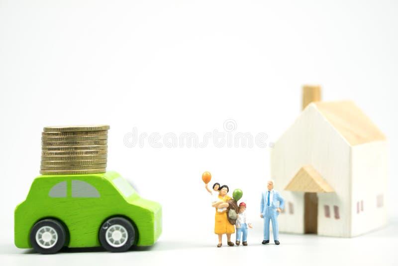 Concepto feliz del domicilio familiar y del coche fotos de archivo libres de regalías