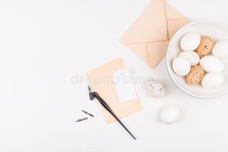 Concepto femenino de Pascua Fondo elegante con blanco y marrón fotografía de archivo