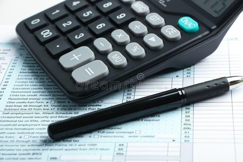 Concepto financiero de la forma de impuesto fotografía de archivo