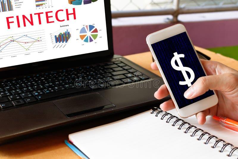 Concepto financiero de la tecnología de Internet de la inversión de Fintech Hombre ho fotos de archivo