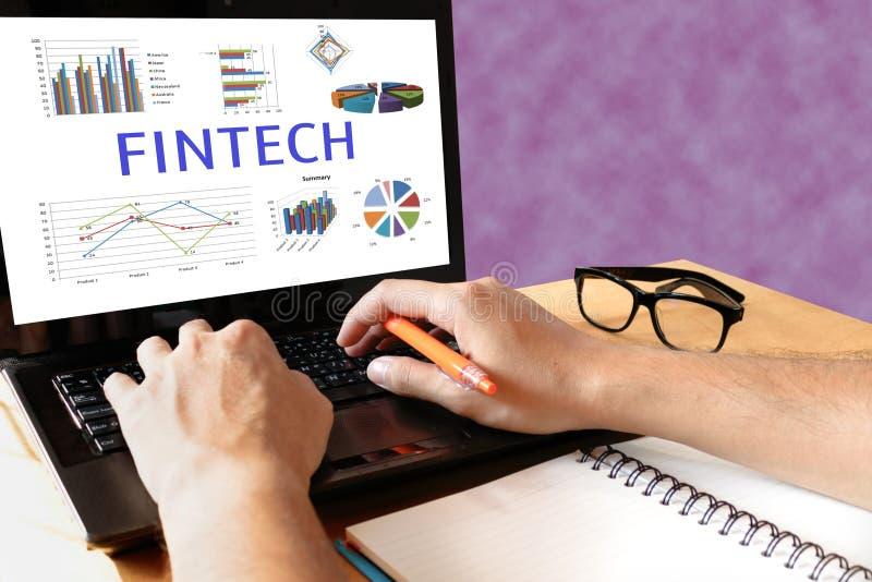 Concepto financiero de la tecnología de Internet de la inversión de Fintech Hombre ty fotos de archivo
