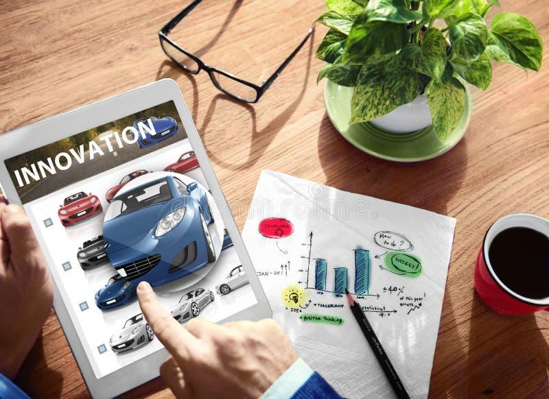 Concepto futuro de la tableta de Digitaces del coche híbrido de la innovación imagenes de archivo