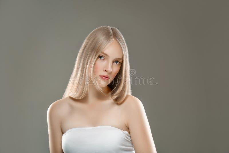 Concepto hermoso del cuidado de piel de la belleza del retrato de la cara de la mujer con de largo fotos de archivo libres de regalías