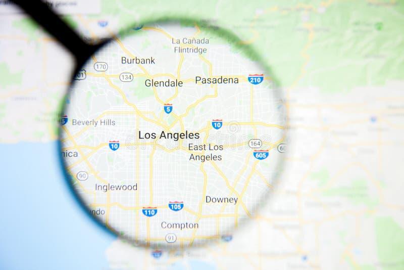 Concepto ilustrativo de la visualización de la ciudad de Los Angeles en la pantalla de visualización a través de la lupa imagen de archivo libre de regalías